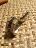Серебристый браслет с черной вставкой. Фото 1.