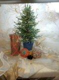 Зеленая ель из бисера. Фото 2.