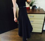 Вечернее чёрное платье.