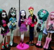 Куклы монстер хай одна  стоит  1000 руб.