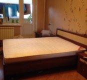 Кровать двуспальная и две прикроватнуые тумбочки