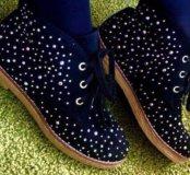 Утепленные замшевые ботинки