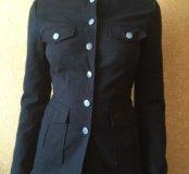 Чёрной пиджак на пуговицах