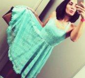Мятное гипюровое платье