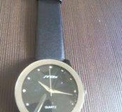 Мужские часы на черном ремешке