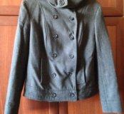 Укорочённое пальто с капюшоном
