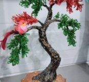 Дерево с райскими попугайчиками