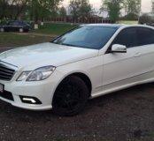 Водитель на личном автомобиле Mercedes