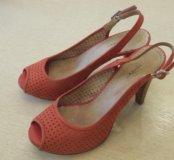 Туфли, босоножки кожаные на каблуке