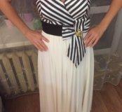 Платье со струящимся шлейфом и открытой спинкой