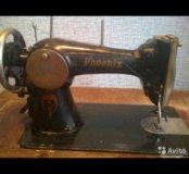 Ножная швейная машинка, со столом и станиной