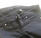 Брюки и джинсы зауженные.