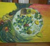 Фрукты на блюдце с элементами абстракции