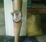 Протез левой ноги (до колена)