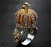 Кольцо с огромной короной