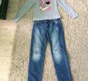 Кофта  с длинным рукавом  , джинсы .