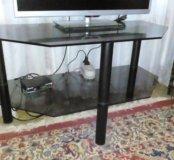Стеклянный столик для телевизора