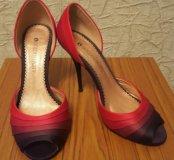 Туфли атласные с градиентом цвета.