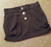 Черная короткая юбка.