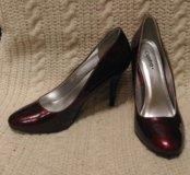 Новые лаковые туфли 38 размер