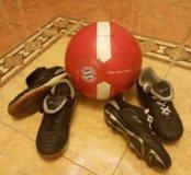 2 пары спортивной обуви