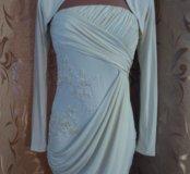 очень красивое платье сливочного цвета.