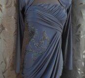 Очень красивое платье с открытыми плечами.