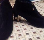 Ботинки замш Шанель одеты два раза.41 размер.Торг.