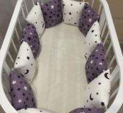 Бортики подушечки в детскую кроватку в наличии.