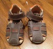 Новые кожаные сандалики