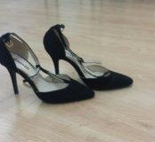 Туфельки черные новые 39