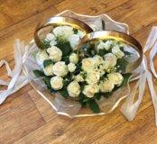 Кольца свадебные на машину в белых розах