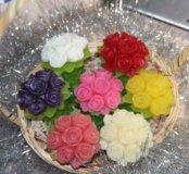 Корзина с букетиками роз и не только