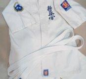 Продается кимоно и экипировка для каратэ.