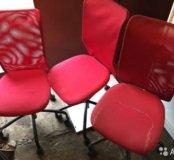 3 стула на колесиках