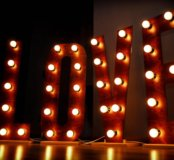 Ретро гирлянды, буквы с лампами, меловые доски