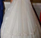 Красивое и счастливое свадебное платье!!