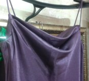 Вечернее атласное платье на тонких лямках