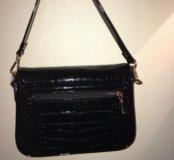 Чёрная лаковая сумка