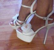 Новые туфли в коробке