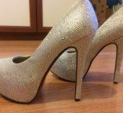 Туфли со стразами Christian Louboutin