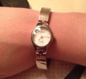 Часы OMAX.