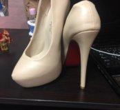 Туфли новые беж размер 35 на высоком каблуке