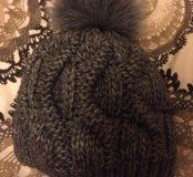 Вязаная шапка с помпоном из натурального меха