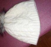 Теплая белая шапочка с пумпоном