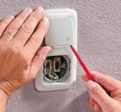 Электрик, любая сложность, от люстры до щитка.