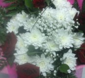 Букет хризантем с розами
