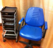 Парикмахерское кресло и тележка, б/у