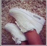 Новые кроссовки 40 размер