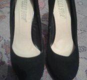 Замшевые туфли, одевали два раза.